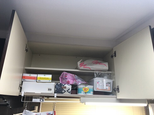 ビフォーアフター キッチン 吊戸棚 片付け前
